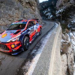 6-thierry-neuville-20-con-hyundai-en-el-rally-montecarlo-2019-red-bull-content-pool