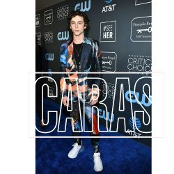 claire-foy-accepts-the-seeher-award-at-the-24th-annual-critics-choice-awards