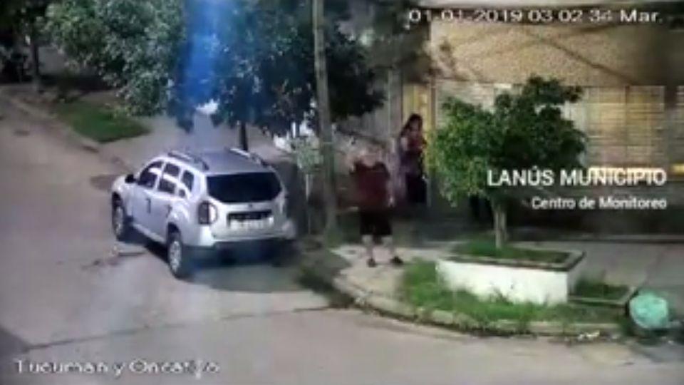 El hombre realizó varios disparos al aire.
