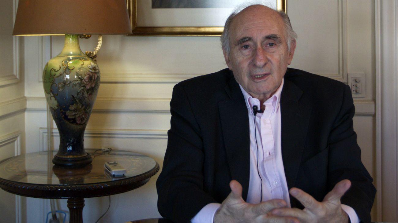 Fernando De La Rúa (UCR) gobernó desde el 10 de diciembre de 1999 hasta su renuncia el 20 de diciembre de 2010.