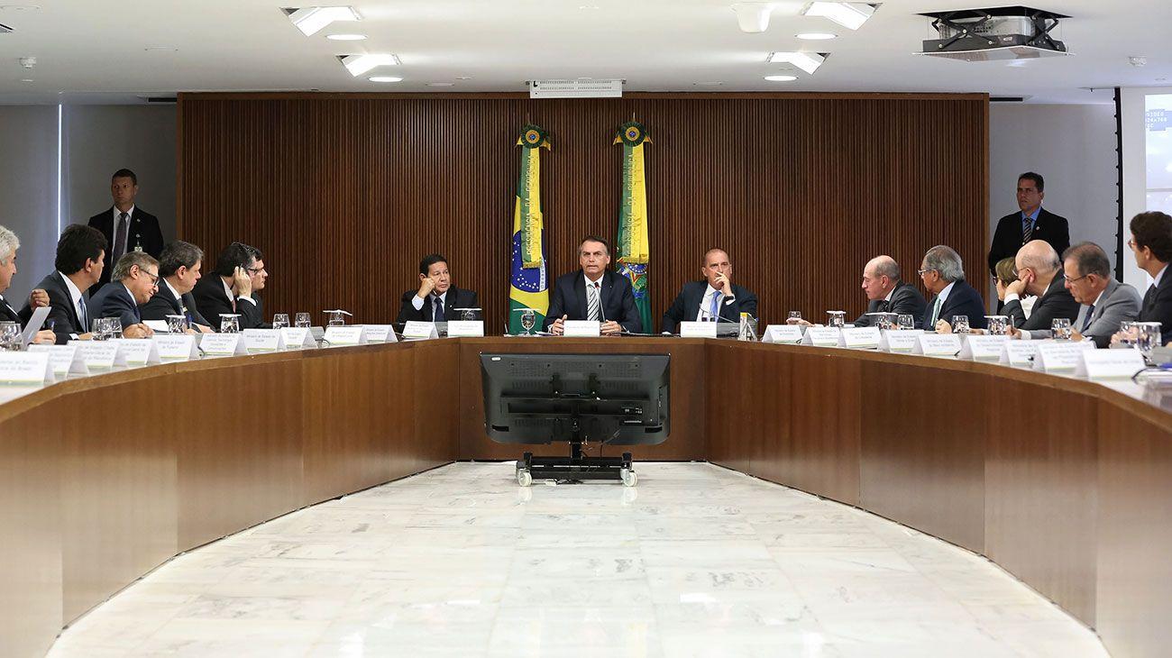 Jair Bolsonaro contra todos: minorías ministerios, salario y empleados públicos en la mira