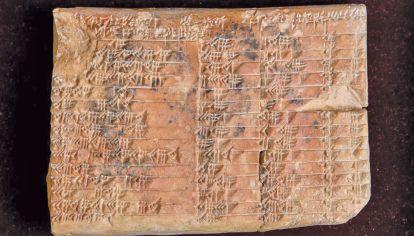 Comparacion. También en las tablillas cuneiformes es preciso descriptar el mensaje codificado.