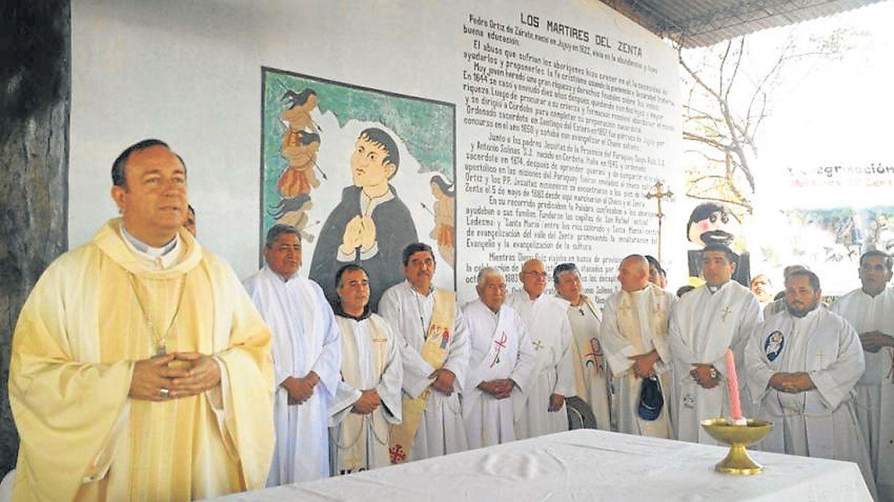 Religioso. Zanchetta fue presbítero en Quilmes, y en 2013 fue nombrado obispo en Orán, Salta.