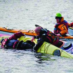 Cómo hacer en casa un aparejo que ayuda a reingresar al kayak de manera segura y con rapidez. Para seguir remando sin riesgo de vuelco.