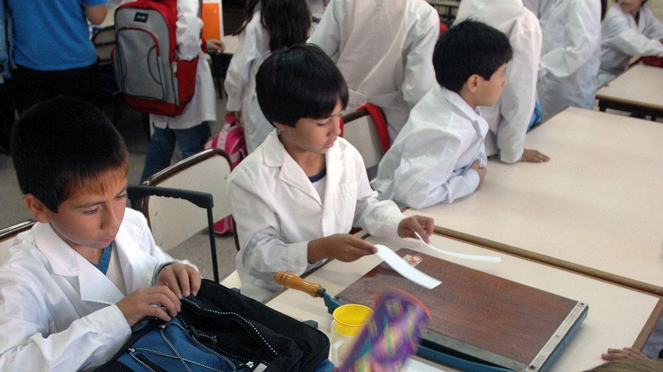 """El programa """"Cédula Escolar Nacional"""" permitirá hacer un seguimiento de los alumnos en edad escolar y evaluar su desempeño."""