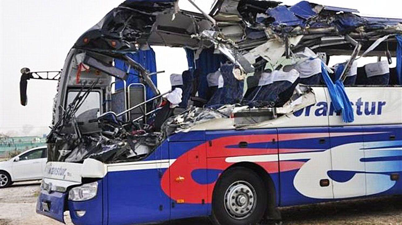 Tragedia. El bus de la empresa Víazul volcó el jueves. Iba desde Guantánamo hacia La Habana.