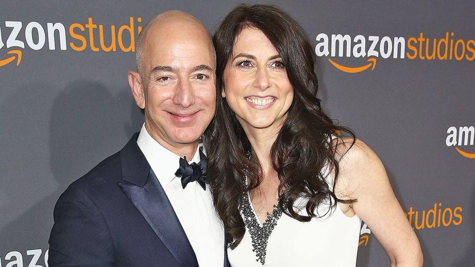 EX. Bezos y MacKenzie tuvieron cuatro hijos durante su matrimonio.