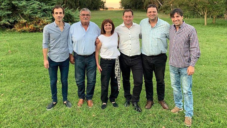 Picada. El viernes, la ministra compartió quesos y salames junto a cinco intendentes de Cambiemos del interior bonaerense.
