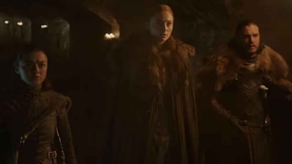 Arya, Sansa y Jon en la cripta de Winterfell.