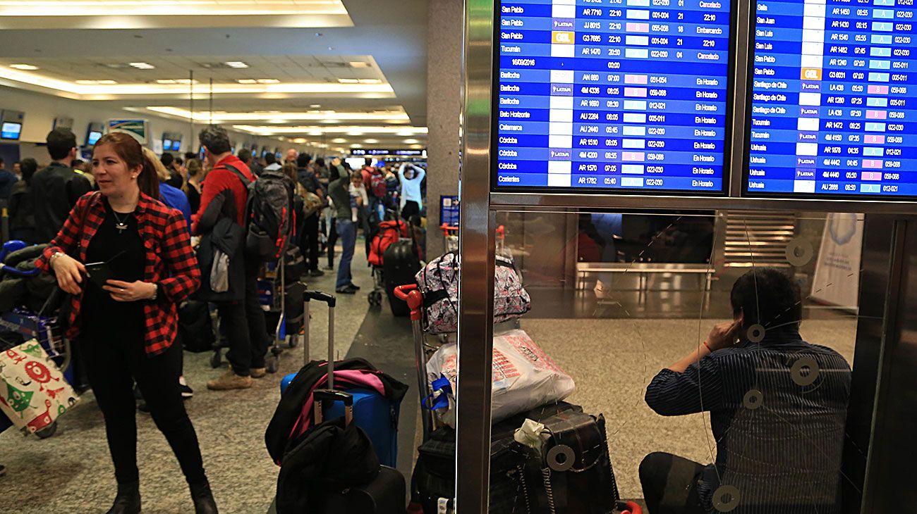 Fin de semana sin vuelos: paro de pilotos de Aerolíneas y Austral