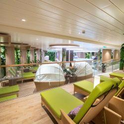 Pensado para reducir las emisiones tóxicas, el Aída Nova recorre las aguas europeas con mucha diversión a bordo, incluido un estudio de TV.