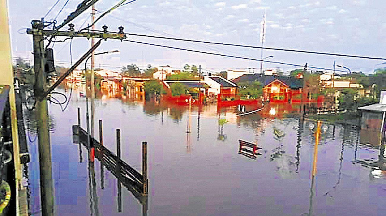 Villa Minetti. El pueblo de 7 mil habitantes quedó bajo el agua.