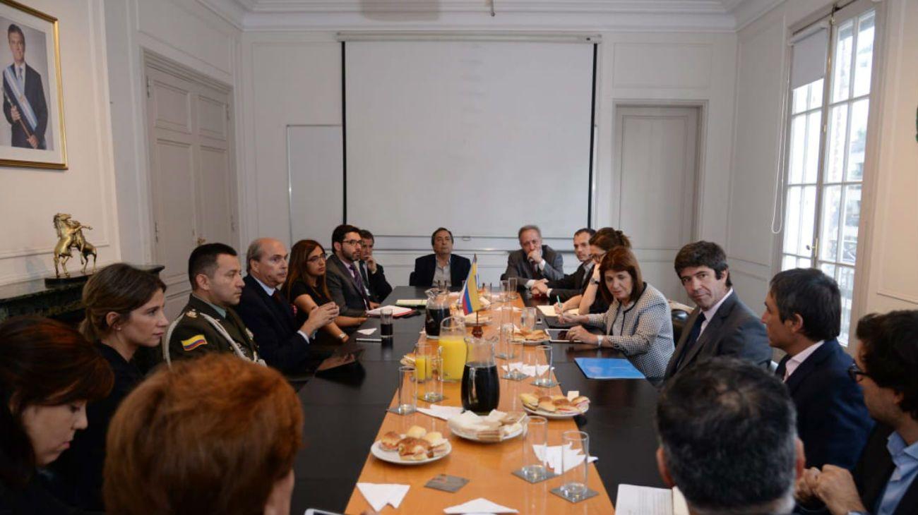Una de las reuniones que Patricia Bullrich mantuvo con especialistas y funcionarios colombianos.
