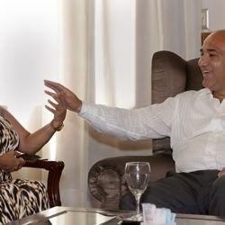 """El gobernador, Juan Manzur, recibió esta mañana en su despacho de Casa de Gobierno a la cantante Gladys """"La Bomba Tucumana"""", que manifestó su deseo de trabajar junto al mandatario por el bienestar de la provincia."""