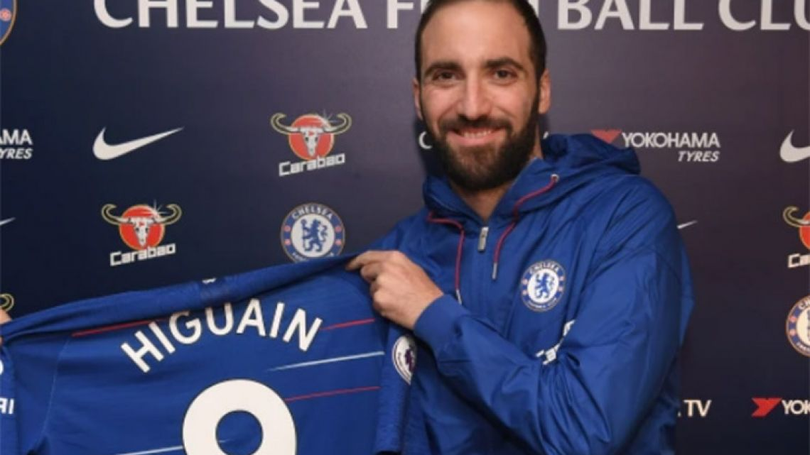 Gonzalo Higuaín has completed his move to Premier League club Chelsea.