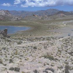 Alcanzamos el bello Campo de Piedra Pómez catamarqueño tras cruzar pequeños parajes y arenosas huellas desdibujadas.