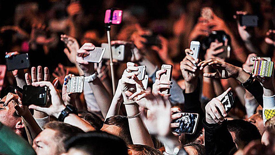 Un estudio reveló que el afan por sacar fotos de un evento y compartirlas en la web afecta el disfrute y el recuerdo preciso de la experiencia original.