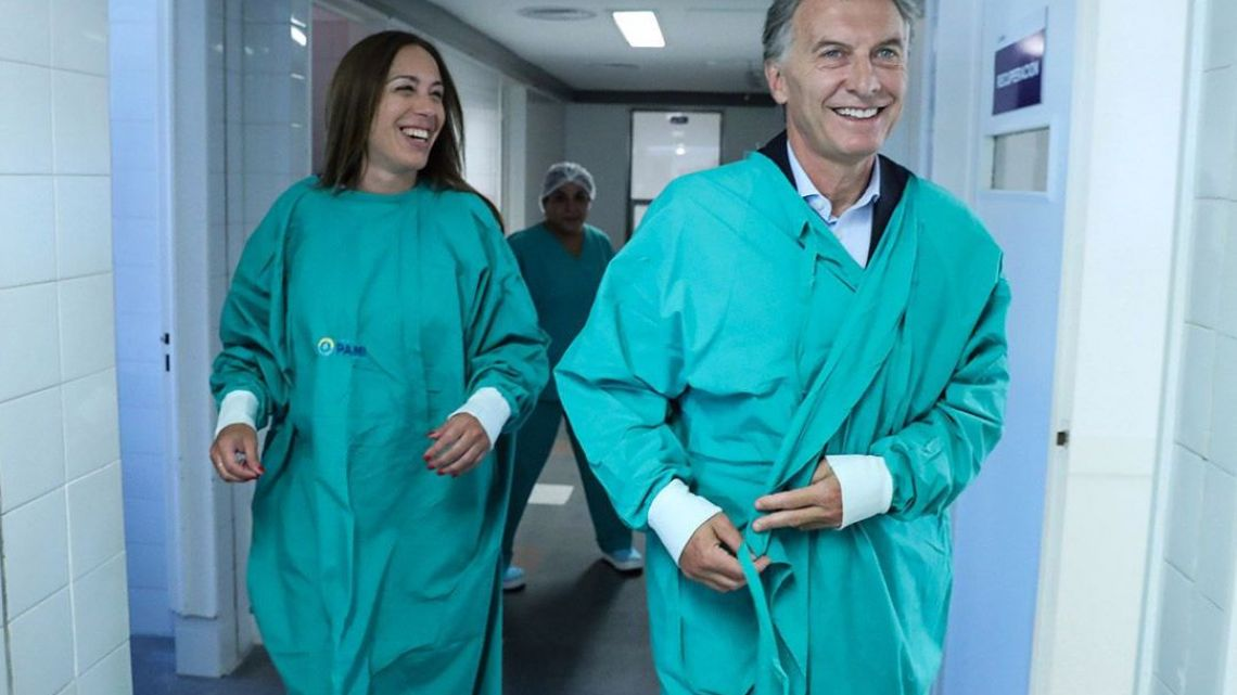 Buenos Aires Governor Maria Eugenia Vidal (left) with President Mauricio Macri at the Bernardo Houssay Hospital.