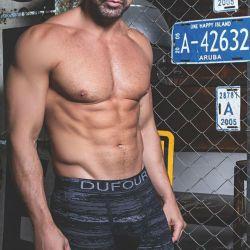 Luciano Castro en una campaña de ropa interior