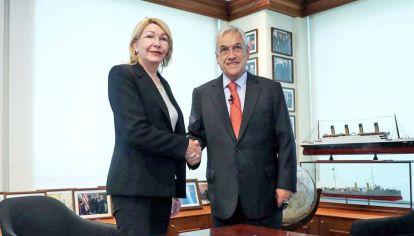 Desde el exilio, Ortega Díaz investiga denuncias contra Maduro. Aquí, con el presidente chileno, Sebastián Piñera.