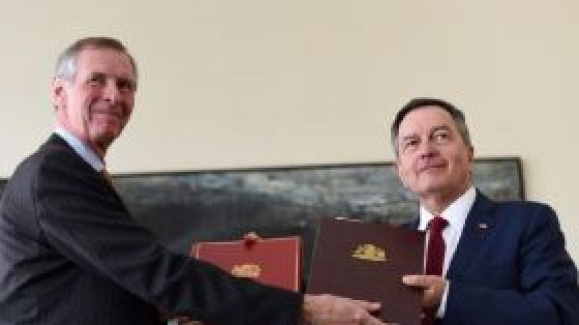 UK Ambassador to Chile Jamie Bowden and Chilean Foreign Minister Roberto Ampuero stamped the agreement.