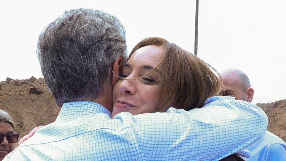 Abrazos. El Presidente necesitará fortalecerse con Vidal y Larreta compitiendo el mismo día.
