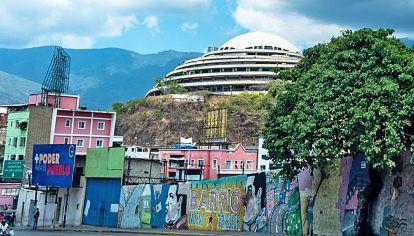 Sedes del terror. El Helicoide es un edificio que se fabricó como un centro comercial y nunca se utilizó como tal. Ahora tiene distintas celdas para detenidos. En los subsuelos de la sede del Servicio Bolivariano de Inteligencia está el llamado La Tumba.