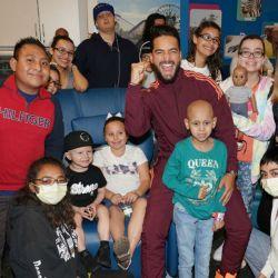 El cantante se solidarizó con niños con cáncer.
