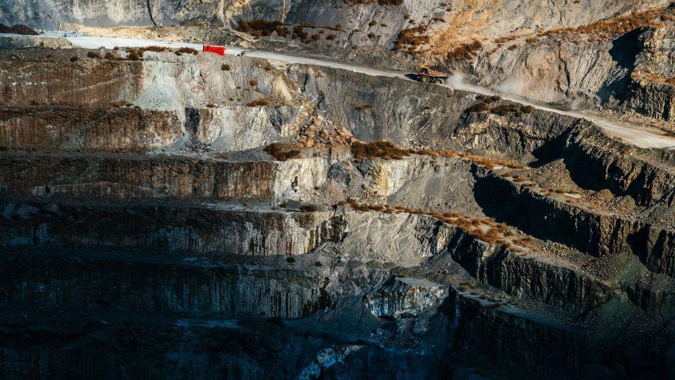 De Beers Studies Soaking Carbon Into Diamond-Mine Waste Rock