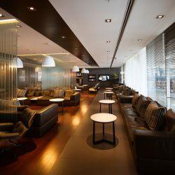 Considerado un lugar para ricos, cuando las escalas son demasiado largas, por un costo moderado se puede esperar en cómodos espacios que ofrecen excelentes servicios.