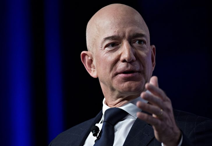 Amazon CEO Bezos Accuses National Enquirer of Blackmail (2)