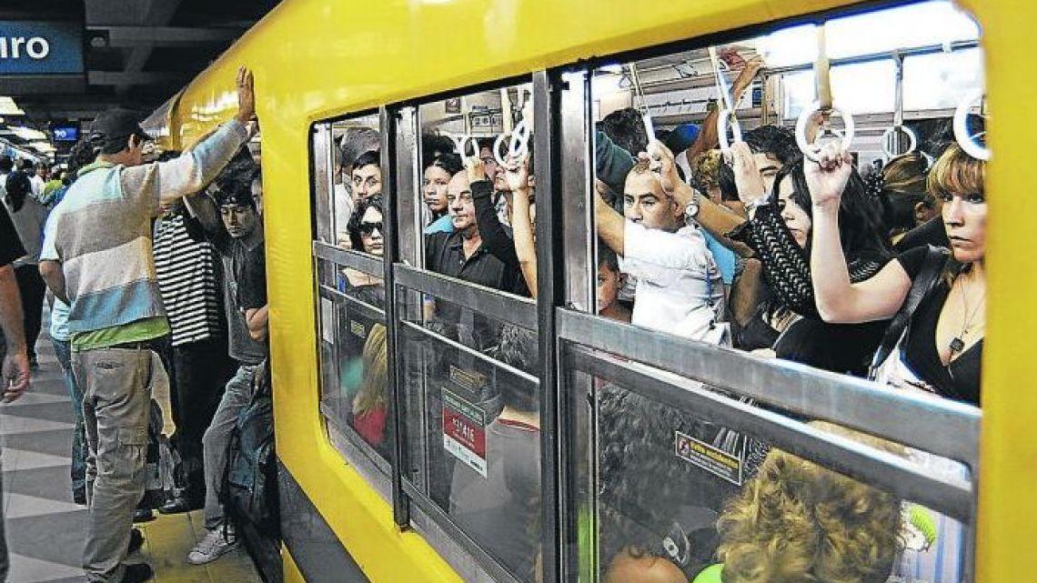 Passengers on the Retiro-Constitucion line.