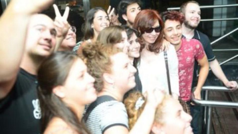 Cristina Fernández visitó a su madre en el Hospital Italiano.