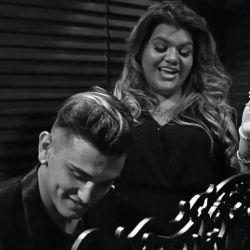 Morena Rial le canta a su hijo.