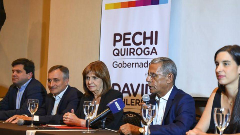 """La ministra de Seguridad, Patricia Bullrich, estuvo en Neuquén junto con el intendente Horacio """"Pechi"""" Quiroga, quien busca ser gobernador en esa provincia."""