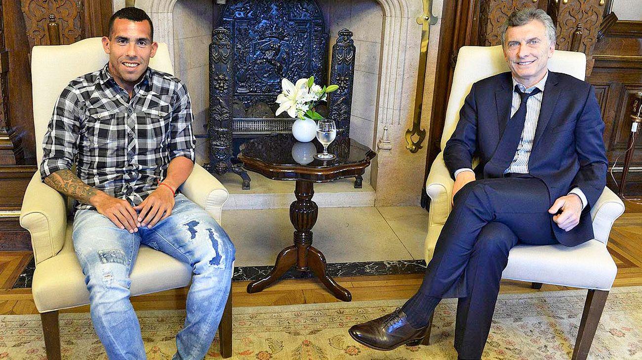 Dupla. Al delantero de Boca y al mandatario los une el fútbol, la amistad y los negocios. Nuevos documentos revelan los nexos.