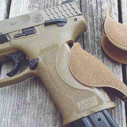 Cuatro back straps intercambiables permiten regular el grip de la pistola al tamaño de nuestra mano.