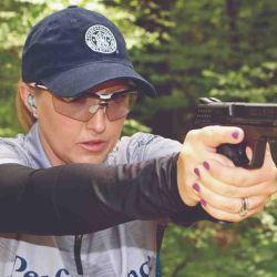 Julie Golob, integrante del team Smith & Wesson llevó el modelo a las pedanas de los polígonos.