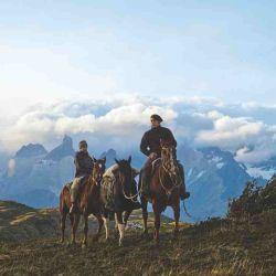 A caballo cerca de la base de Las Torres.