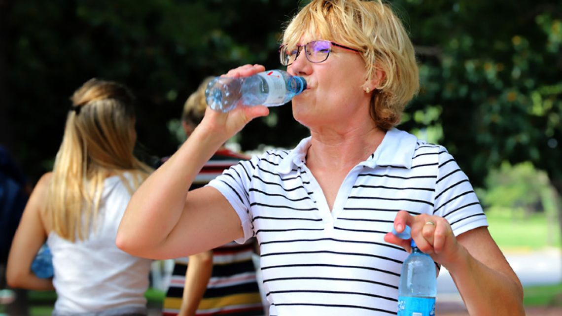 The National Meteorological Service has urged all citizens to drink plenty of water.