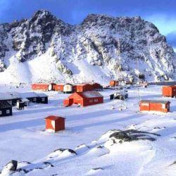 Los actuales emplazamientos en la Antártida suelen realizar tareas con fines científicos.