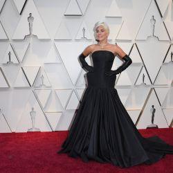 Lady Gaga lució un controversial vestido de Alexander McQueen