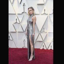 Brie Larson se robó todas las miradas con un traje plateado