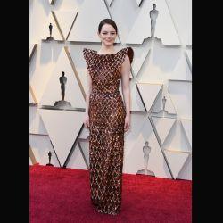 Emma Stone en un ejemplar Loise Vuitton en color peltre