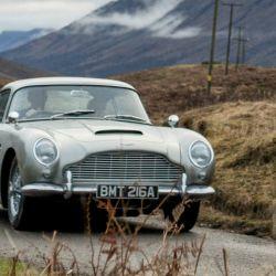 Aston Martin DB5 hizo su debut en el film Goldfinger de 1964.