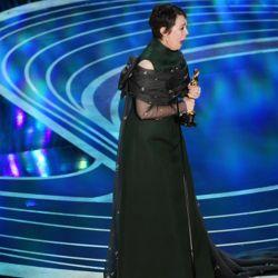 Olivia Colman, la gran sorpresa de la noche, se llevó la estatuilla a mejor actriz.
