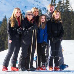Máxima Zorreguieta y su familia disfrutan del ski.