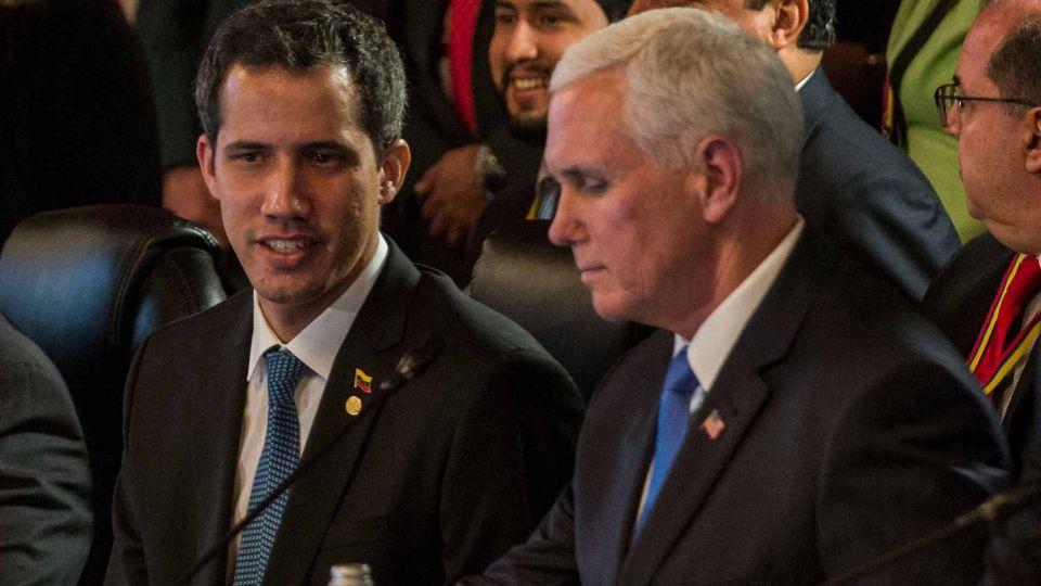 Juan Guaido con Mike Pence en Colombia.