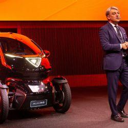 El presidente de Seat, Luca de Meo, presenta el Minimó en el Mobile World Congress 2019.