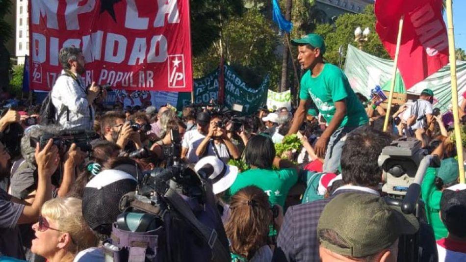 """Después de la represión, un nuevo """"verdurazo"""" en Plaza de Mayo"""